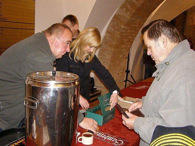 Stříbrští vypili 140 litrů punče