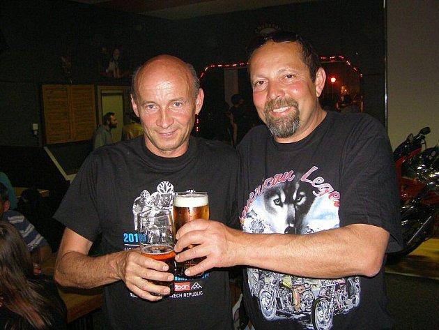 Ragulin a Revolever zahráli v novém klubu