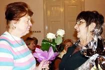 Helena Šlajsová pracovala v tachovském Sboru pro občanské záležitosti rovné půlstoletí. Nyní odchází do SPOZáckého důchodu. Za práci jí poděkovali představitelé města.