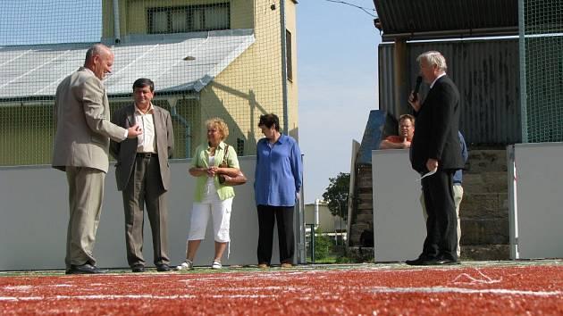 Sportovci všech věkových kategoríí z Chodové Plané a okolí se dočkali nového místa pro své radovánky.