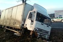Nehoda nákladního vozu u Chodové Plané.