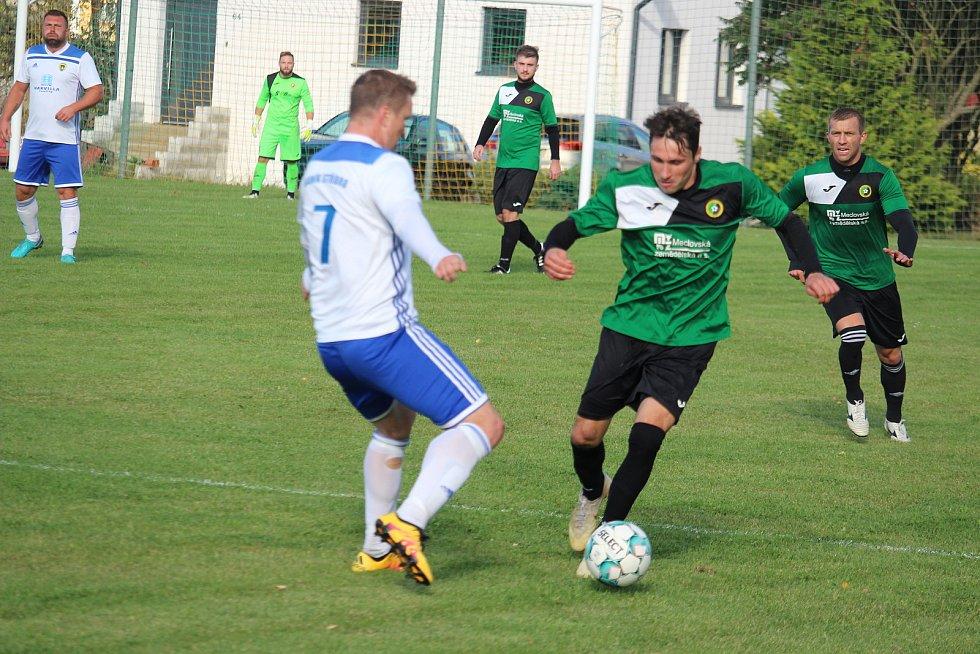 ZD Meclov (v zeleném) - Baník Stříbro (v bílém) 4:0.