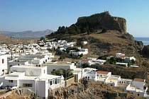 Tachované letos nejčastěji vyráželi do Řecka. Na snímku je město Lindos na řeckém ostrově Rhodos.