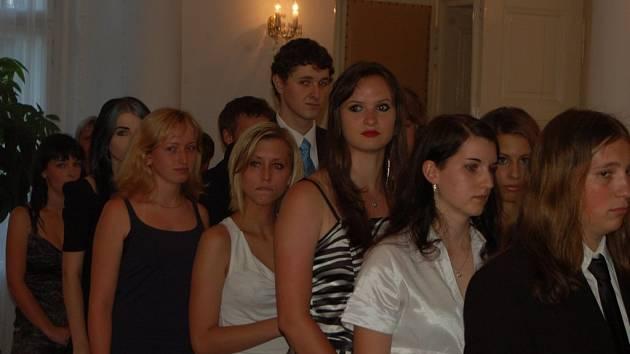 Velký den čekal v pondělí na úspěšné maturanty tachovského gymnázia.