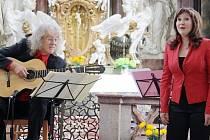 Lubomír Brabec a Štěpánkla Heřmánková účinkovali v sobotu odpoledne v kladrubském chrámu.