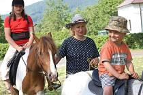 V Třemešném a ve Zhoři se oslavy uskutečnily na nových dětských hřištích