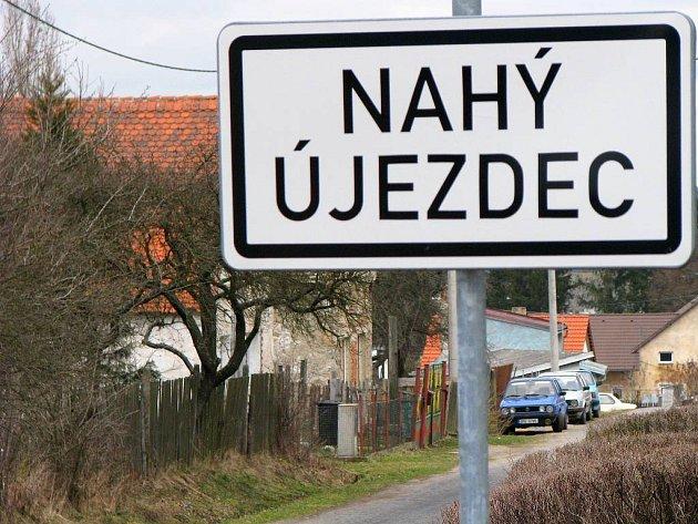 Nahý Újezdec je lokalitou, kde lidé poptávají zasíťované stavební parcely. Ty tady sice vzniknou, ale ještě to několik let potrvá. Bude tu prý stát až pětadvacet domů.