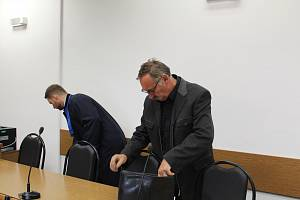 Na tři roky nepodmíněně do věznice s ostrahou odsoudil Okresní soud v Tachově Pavla Kovaříka (na snímku vpravo)