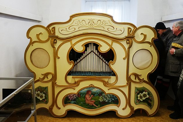 Velkou raritou Orchestrionu v Tachově je systém přehrávání. Místo klasických válečků jsou zde použity kartonové destičky.