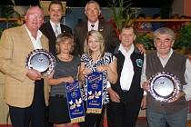 STŘÍBRŠTÍ CHOVATELÉ se svými bavorskými přáteli na oslavách výročí chovatelského spolku ve Vohenstraussu.