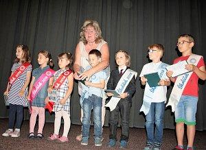 Budoucí školáci ze všech pěti mateřských škol v Tachově se přišli rozloučit s mateřinkou.