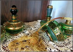 Lahvičky od parfému a bižuterie stříbrské sběratelky míří na výstavu do Třince.