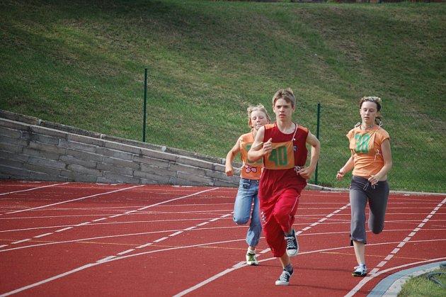 Atleti na Olympijském dni ve Stříbře.