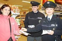 JEDNOU ZE zákaznic, které policisté v tachovském supermarketu varovali před kapsáři, byla Veronika Vrkočová.