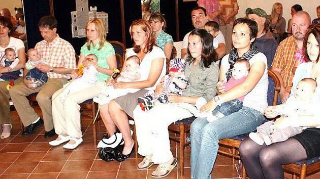 V Boru přivítali minulý týden do života sedm nových občánků.