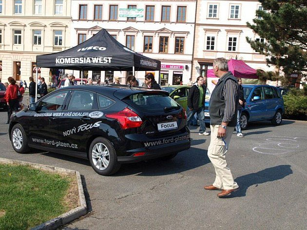 Na tachovském náměstí se konal autosalon.