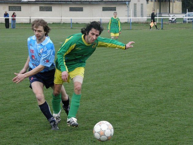 Stříbrští fotbalisté prohráli v Chrástu 7:0