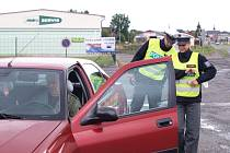 Zúčastnili jsme se dopravně bezpečnostní akce při které se řidičům dávalo pivo.