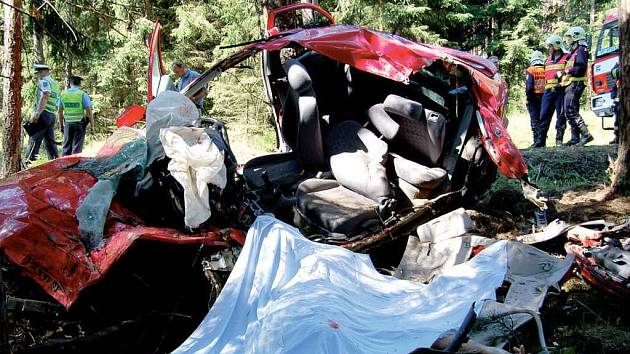 Za převážnou většinou tragických dopravních nehod stojí lidská bezohlednoat, netolerance a nekázeň. Za tyto vlasnosti pak mnozí účastníci silničního provozu zaplatí životem.