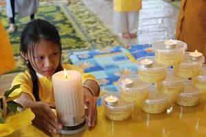 Vietnamští obyvatelé si připomněli svoje zemřelé