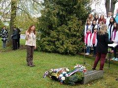 U památníku osvobození se sešli významní zástupci města Tachov.