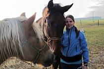 Dominika Jonášová se svým závodním koněm Pilgrimem. Koním se věnuje již od pěti let a dává jim veškerý čas