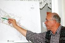 Projektant Rudolf Moses (na snímku) představil městským zastupitelům z Přimdy variantu rekonstrukce tamního náměstí. Úpravy by měly začít v příštím roce.