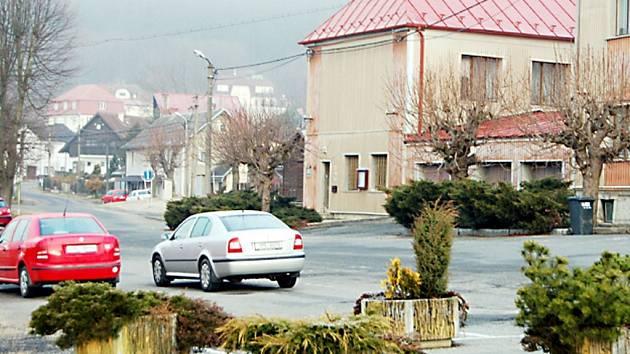 Náměstí v Přimdě (na snímku) dostane novou tvář. Parkovou úpravou se změní se v oázu klidu a odpočinku.
