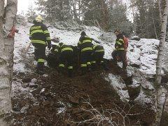 Záchrana psa ze skal u Bernartic.