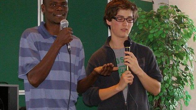 Studenti besedovali s koordinátory rozvojových projektů z Keni.