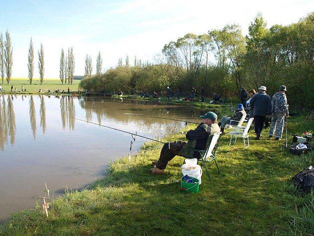 Kyjovský rybník oblehli rybáři
