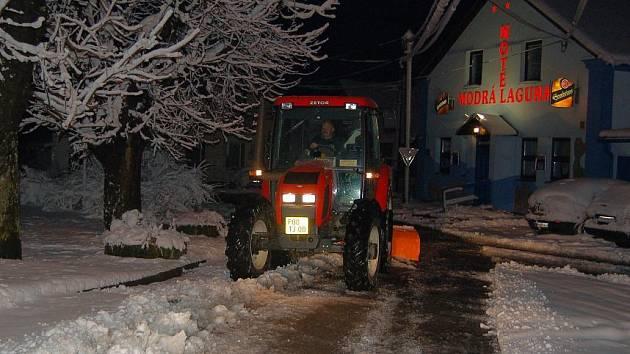 V noci na středu 4. března na Přimdě válčili se sněhovým přívalem
