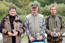 První místo obsadil Pavel Čížek (uprostřed), druhé patří Stanislavu Šiftovi (vlevo) a třetí skončil Jakub Vrána (vpravo).