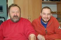 TOMÁŠ PRAŽÁK (vpravo) vyhrál dvakrát Mistrovství Evropy v truck trialu, vlevo jeho otec František.