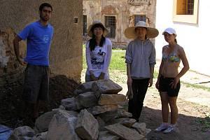 Na svojšínském zámku pomáhá dvanáct dobrovolníků.