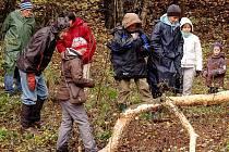 Účastníci poznávací výpravy se dověděli, kde žijí bobři v okolí Rozvadova.