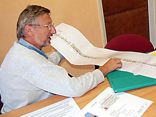 Starosta Černošína Miroslav Plincelner (na snímku) nám představil projekt který by mohl přispět k jednotnému vzhledu města.
