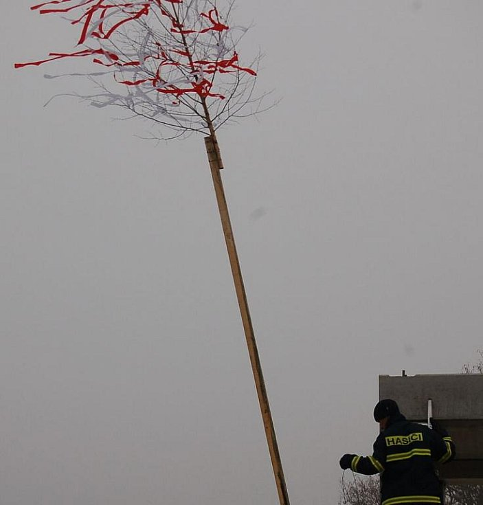 Na stavbě vztyčili hasiči glajchu