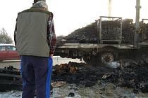 Požár kamionu na silnici směrem od nové Hospody na Planou.