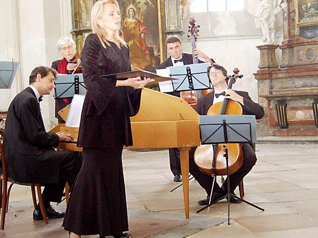 V kostele Nanebevzetí Panny Marie v klášteře v Kladrubech se v rámci  Hudebního festivalu Kladrubské léto tentokrát představila mezzosopranistka Martina Kociánová. Vystoupila spolu s komorním orchestrem Consortium Pragense.