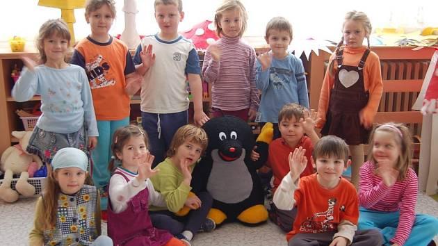 Děti ze školky ve Stradtrodské ulici v Tachově.