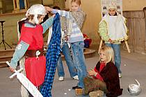 Návštěvníci Martinského setkání shlédli vystoupení dětí ze Základní umělecké školy v Bezdružicích. Ty si připravily legendu o svatém Martinovi.