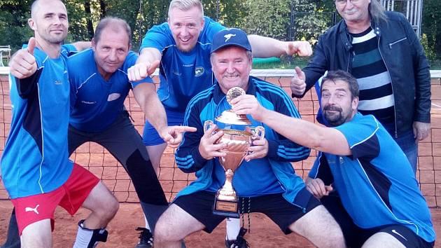 Titul v Nohejbalovém poháru Tachovska z loňského roku obhajuje áčko Slavoje Chodová Planá.