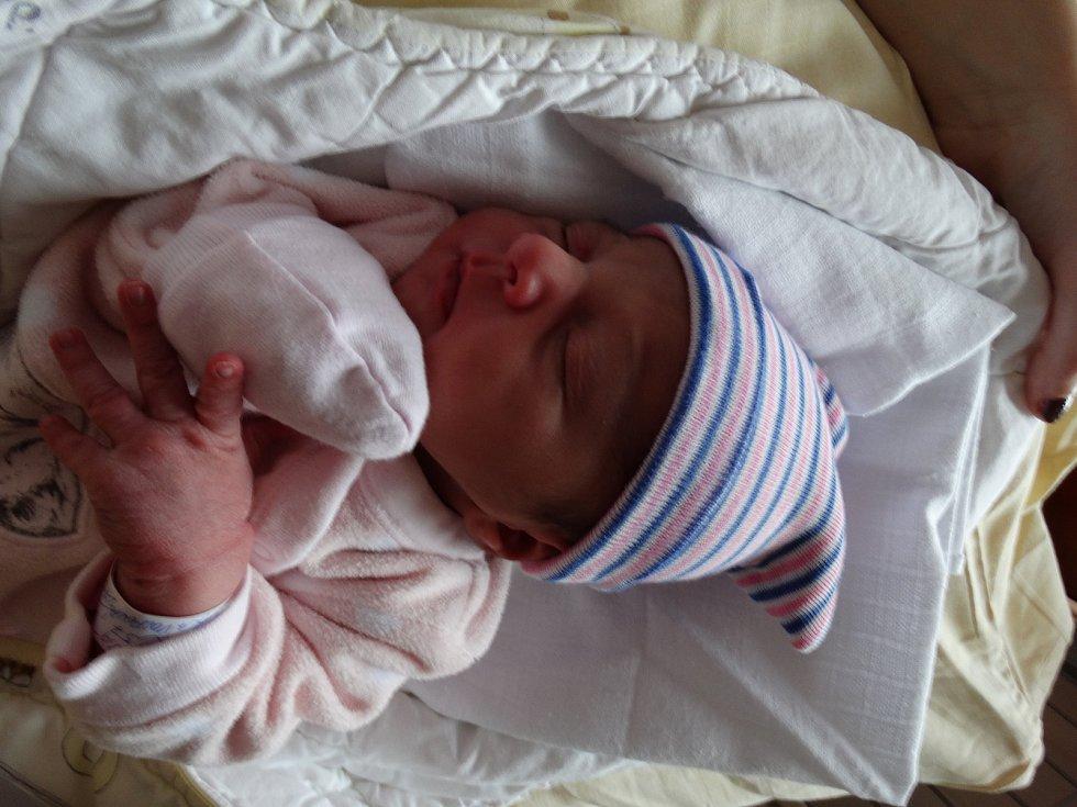 Yasmin Volfová se narodila 8. listopadu ve 3:00 mamince Dominice a tatínkovi Miroslavovi z Plané u Mariánských Lázní. Po příchodu na svět ve FN Plzeň vážila jejich prvorozená dcerka 2700 gramů a měřila 48 cm.