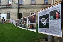 """Po přednášce si mohli návštěvníci prohlédnout výstavu fotografií Přemysla Tájka a Ivana Kletečky """"Za netopýry do tajemného podzemí Karlovarského kraje"""""""