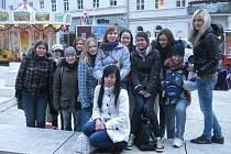 STUDENTKY TACHOVSKÉHO GYMNÁZIA si při své návštěvě sousedního Německa prohlédly také vánoční trhy v bavorském Regensburgu.