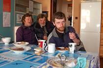 LIDÉ BEZ DOMOVA dostanou teplý čaj i oběd.