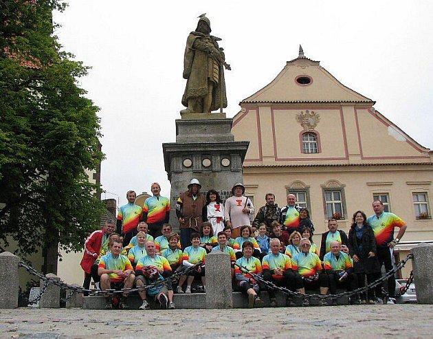 Cykloklub Nežeňme se vyrazil z Tachova na výlety na Táborsko