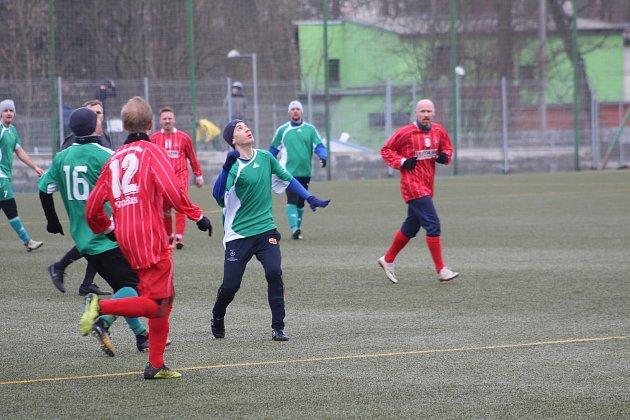 Hráči FK Tachov (vzeleném) dokázali vzimní přípravě porazit pouze TJ Holýšov 6:4.