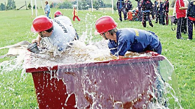 Dobrovolní hasiči z Nahého Újezdce (na snímku) loňský triumf v Halži nezopakovali Nakonec skončili na čtvrtém místě.